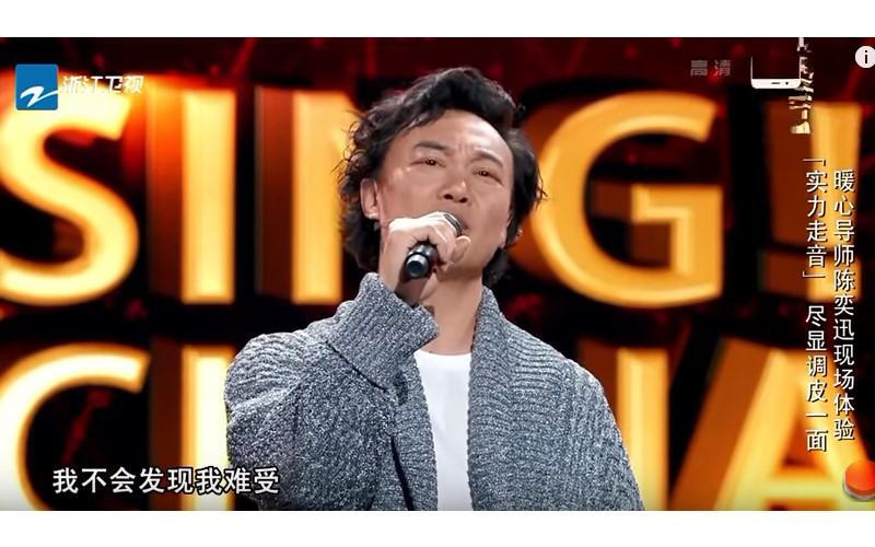 陳奕迅故意走音唱《十年》惡整評審 40秒後「轉換成歌王模式」笑翻全場