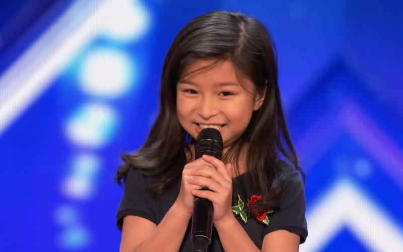 9歲女孩高唱「鐵達尼號主題曲」震撼美國達人秀,全場起立!