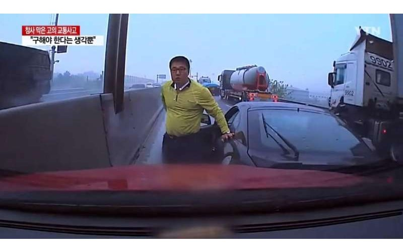 為了避免更恐怖的車禍發生!犧牲愛車讓昏迷駕駛撞上自己...勇敢舉動感動車商送上新車