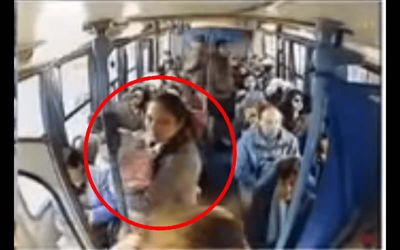 媽媽抱著小孩搭公車,但整車卻沒人要讓位!氣得司機做了這個「暖心」的動作,神打臉所有乘客!