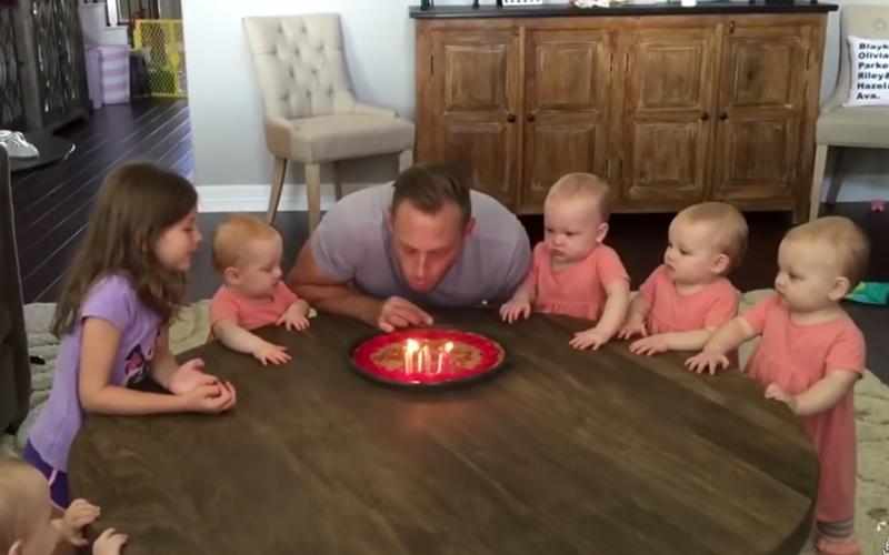 6千金陪過生日,當爸爸一吹熄蠟燭「5胞胎瞬間爆哭」!一年後慘劇又重演:爸爸完全弱勢XD