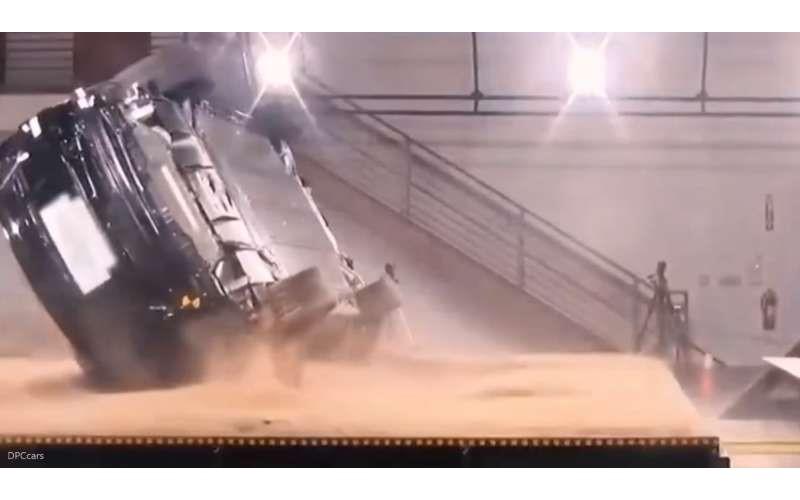 特斯拉休旅有夠強!實測影片證明它是「全球最難翻車」:值得5顆星高分