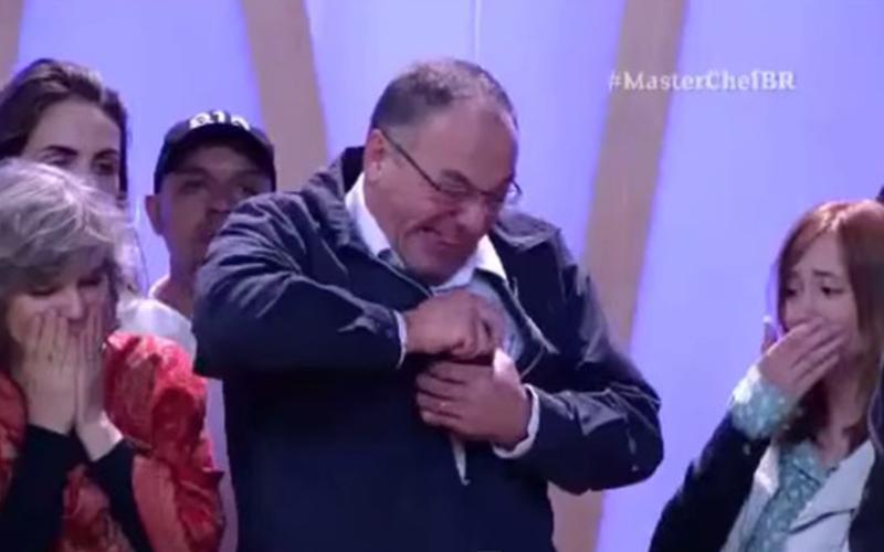 廚藝決賽「罐子怎麼樣都打不開」選手超慌張!這時她跑向在觀眾席的爸爸瞬間被「神救援」!
