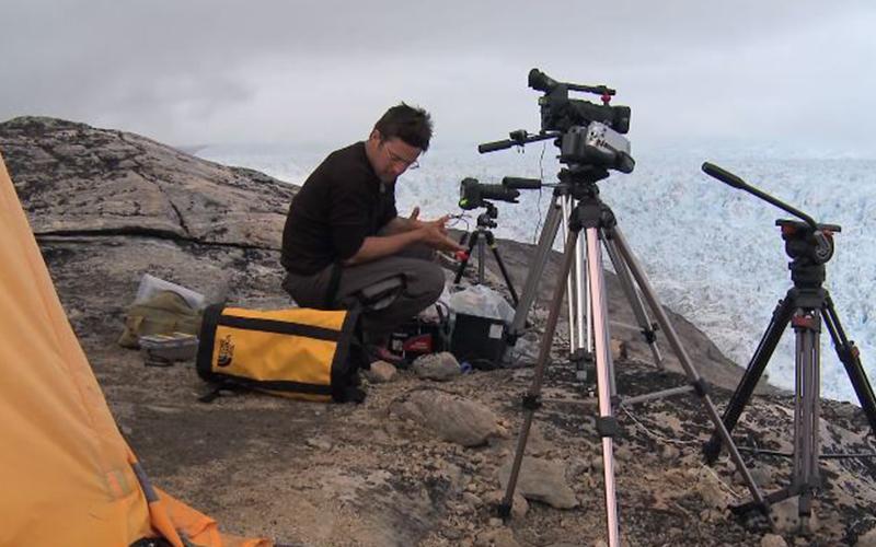 攝影師埋伏17天終於拍到「毀滅性場景」!冰川崩裂猶如「世界末日來臨」震撼全人類