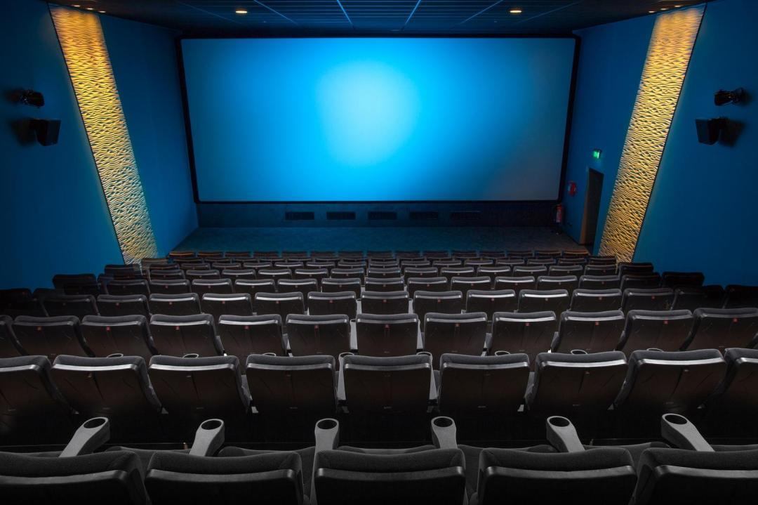 國中屁孩大鬧電影院,吵到受不了!他「霸氣一喊」...觀眾全鼓掌叫好