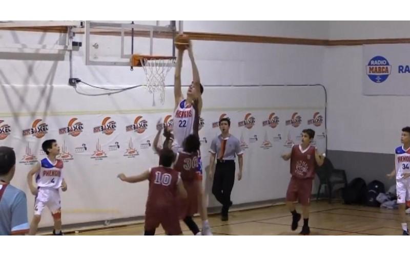 12歲身高已長到213公分!最強小學生讓對手絕望...「這球是要怎麼打?」