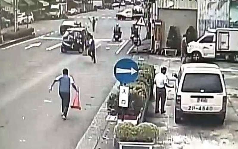 工讀生親眼目睹車禍過程,他們毫不猶豫「這麼做的舉動」,另救護人員為之動容!