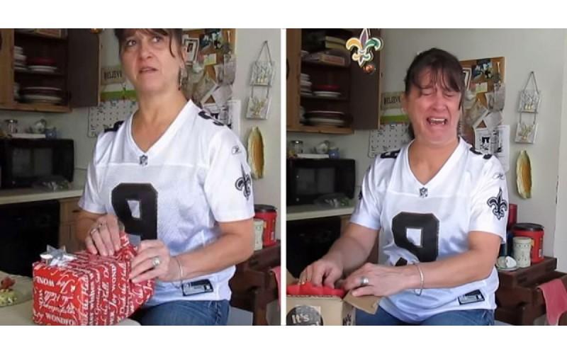 媽媽小心翼翼打開女兒送的禮物...深怕自己「被整」 但拆開後當場失控大哭