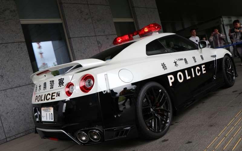 日本Nissan捐贈「超豪華車款」資助當地警局!頂級規格曝光「煞羨警界」:史上最強警車!