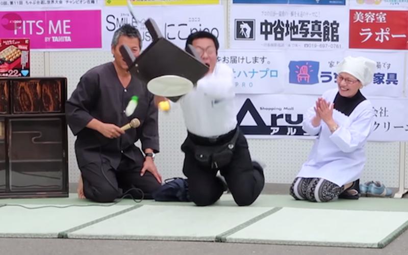 日本人真的什麼都能玩!翻桌比賽超認真,冠軍把桌子「拋飛8公尺外」:是積怨很久了?