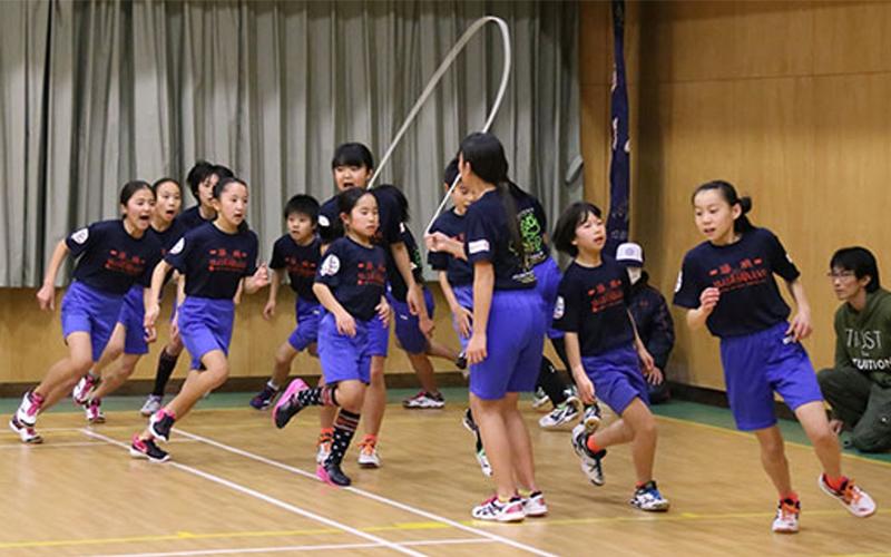 14位日本小學生跳繩「1分鐘230下」刷新世界紀錄,超快速度曝光..網吃驚:閃電俠!