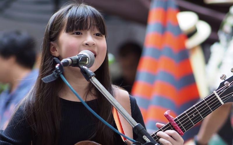 13歲小女孩改編《Havana》自彈自唱「Rap也駕馭」的甜美嗓音驚豔眾人!