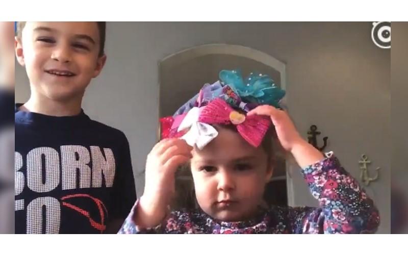 寵妹狂人駕到!幫妹妹綁頭髮整頭都是「蝴蝶結」 哥哥寵愛:想把全世界都給妳
