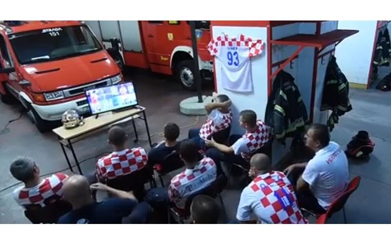 克羅埃西亞消防隊緊張觀戰「PK延長賽」 踢一半時...警報響起「毫無猶豫20秒換裝」網友讚翻