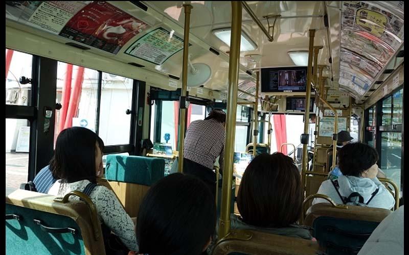 台女帶小孩去日本,卻放任小孩在公車上嘻笑唱歌!日本司機忍不住氣到用中文廣播!