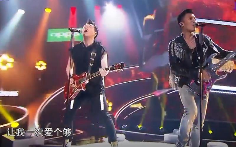 點燃搖滾魂!庾澄慶、謝霆鋒攜手飆唱《讓我一次愛個夠》,High到歌迷吶喊:永遠都愛都不夠!