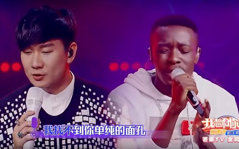 林俊傑與非洲黑人合唱《那些你很冒險的夢》深情合音感動現場,網友讚:「國語超標準」!