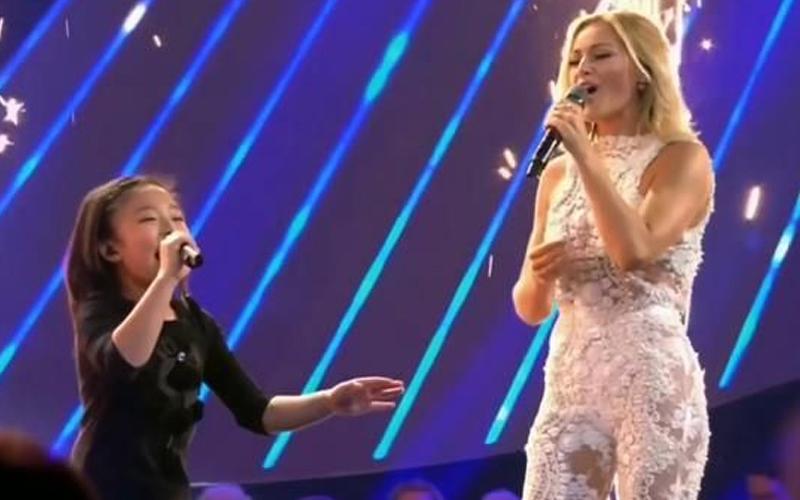 11歲小鄧麗君與天后Helene Fischer同台合唱,小小身體具有大爆發力,最後「完美合聲」感動全場!