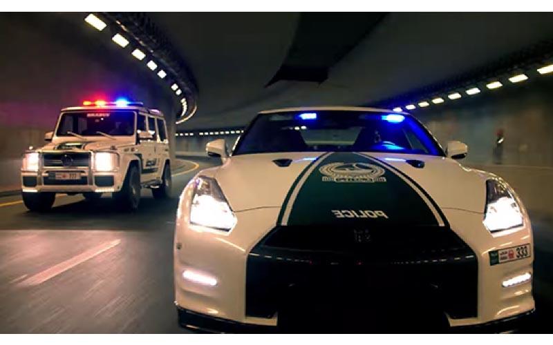 地表最快警車!杜拜「警察開超跑」每天都在上演《玩命關頭》飆車族都不敢出來了