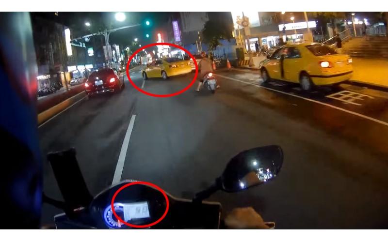小黃沒打燈...騎士猛按喇叭狂嗆司機!影片一出網友吵翻了!