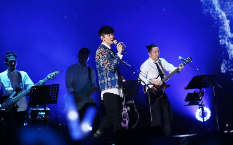 JJ獻唱組曲《行走的林俊傑》首首扣人心弦 網讚:又一個教科書級表演!