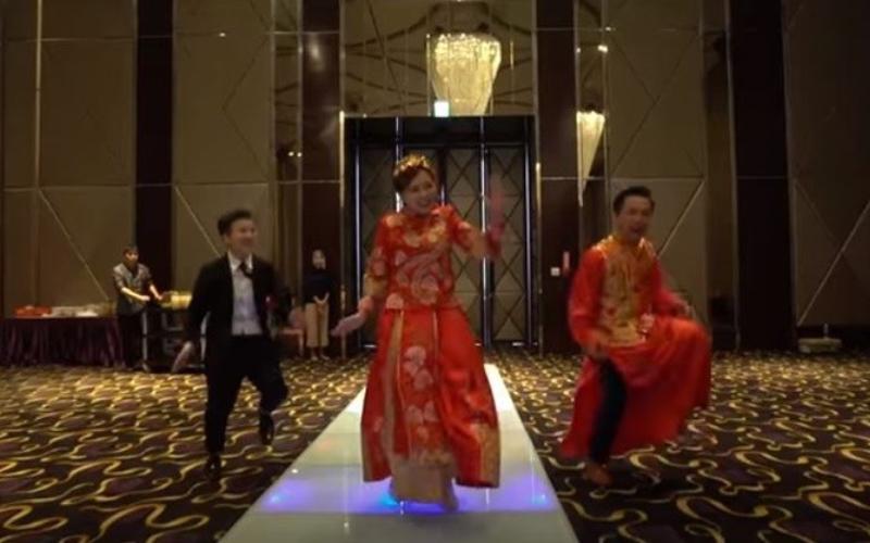 婚禮就要這樣玩!新人顛覆傳統穿龍鳳掛大跳「韓國洗腦舞」一鏡到底拍攝嗨翻全場