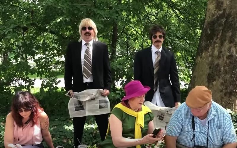 西裝怪男在「紐約中央公園」亂入人群中尬舞!一摘下墨鏡鬍子路人嗨翻:天阿是國際小天王!