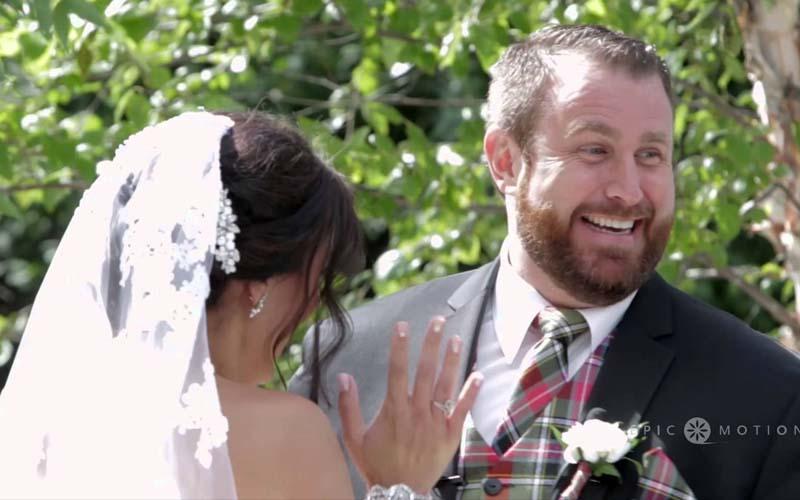 新郎在婚禮誓詞時打了新娘一巴掌,嚇壞岳父!知道原因後全場都笑了!