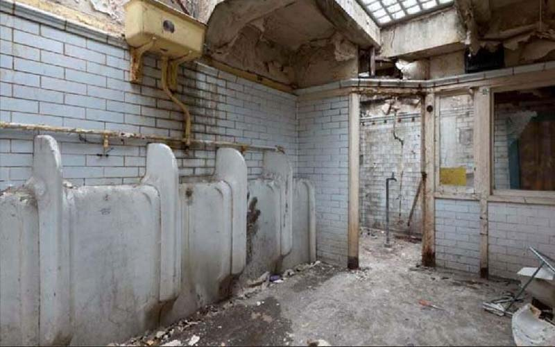 這對夫妻花光積蓄買了這破舊公廁,原本嘲笑她的人三年後看到都佩服了!