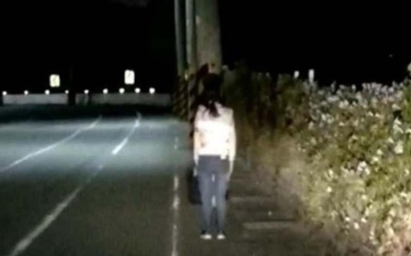 半夜驚見路邊女子「跪拜叩不停」知道原因後大家紛紛為她加油打氣!