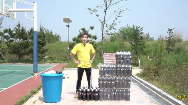 網友實驗將《100條曼陀珠倒入100瓶可樂中》!結果居然跟想像中不一樣!-2