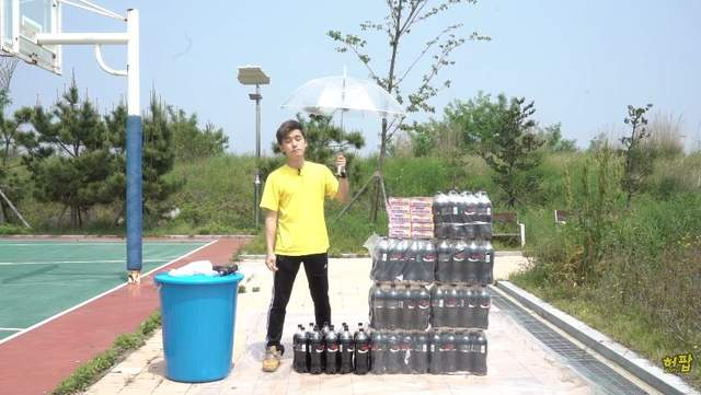 網友實驗將《100條曼陀珠倒入100瓶可樂中》!結果居然跟想像中不一樣!-3