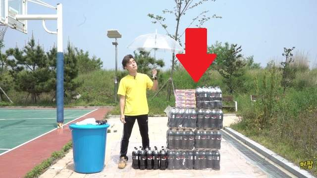 網友實驗將《100條曼陀珠倒入100瓶可樂中》!結果居然跟想像中不一樣!-1